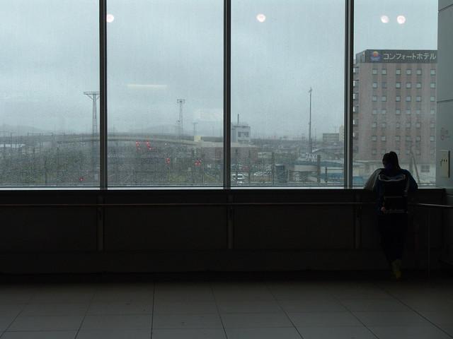 雨宿り Taking shelter from the rain