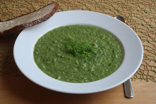 Suppe aus Erbsen, Kopfsalat und Fenchel