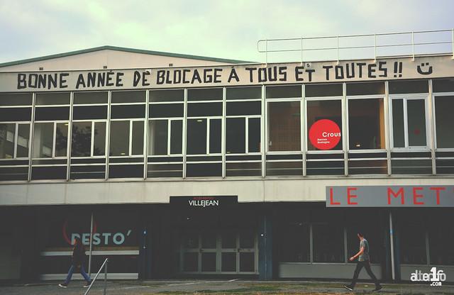 [04 Septembre 2018] – Un jour, une photo : Rennes 2 « la rouge » vous souhaite une bonne rentrée !