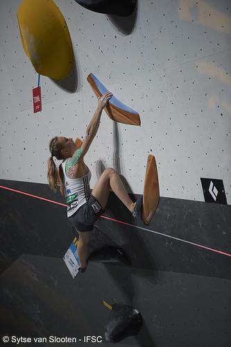 ifscwch-innsbruck-boulderfinals-women-friday-044-D4S_2455