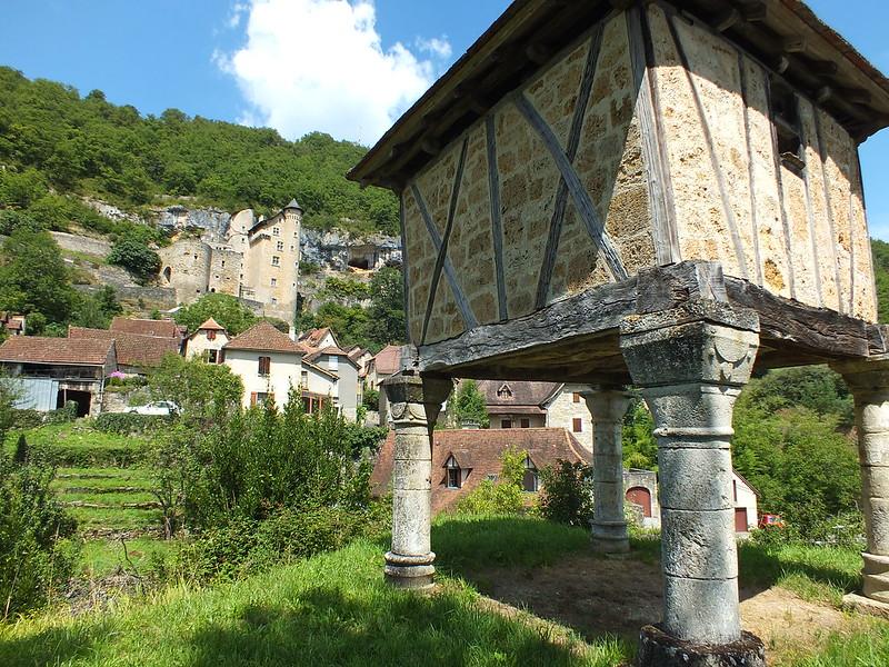 [157-009] Larroque-Toirac - Le pigeonnier du Château (bourg)