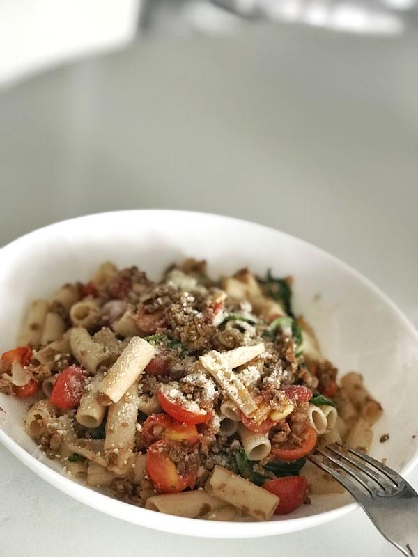 vegan_spinach_tomato_pasta
