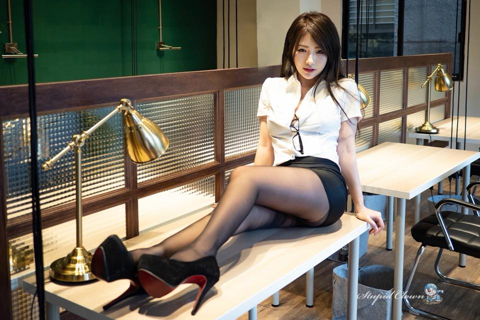 D奶网拍老板娘Chichy Hu胡绮图集【18P】