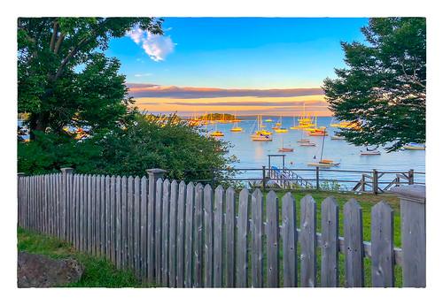 2018 trees 0818 sunset friday sky boats vacation datesyearss fence camden maine unitedstates us ocean
