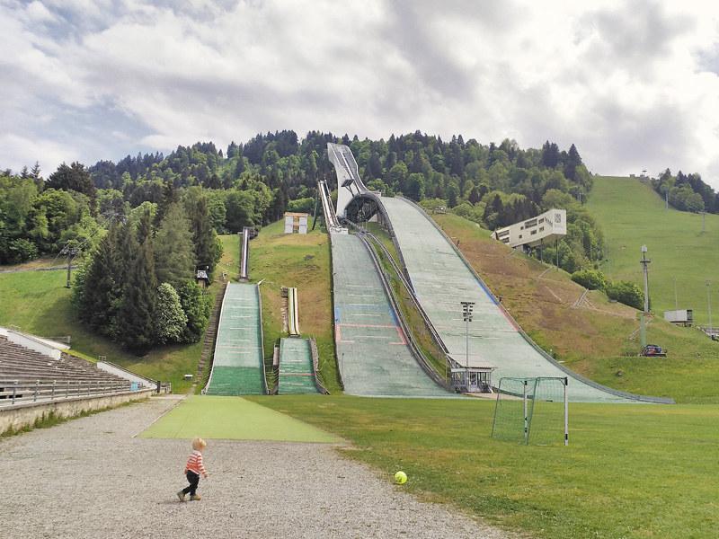 Füssen es una de las dos poblaciones más cercanas al archiconocido castillo de Neuschwanstein. Esta situado a los pies de los Alpes alemanes, en un entorno encantador.