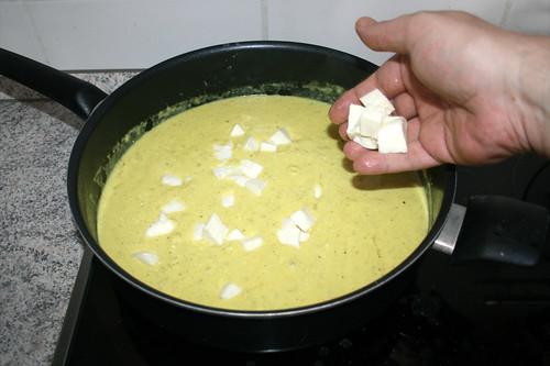 42 - Mozzarella in Sauce geben / Put mozzarella in sauce