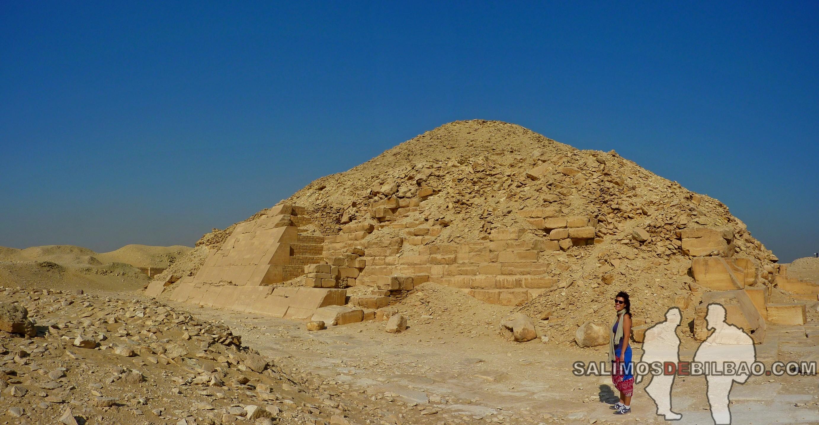 0316. Saioa, Pano, Pirámide en el Complejo de la Pirámide escalonada de Zoser, Saqqara