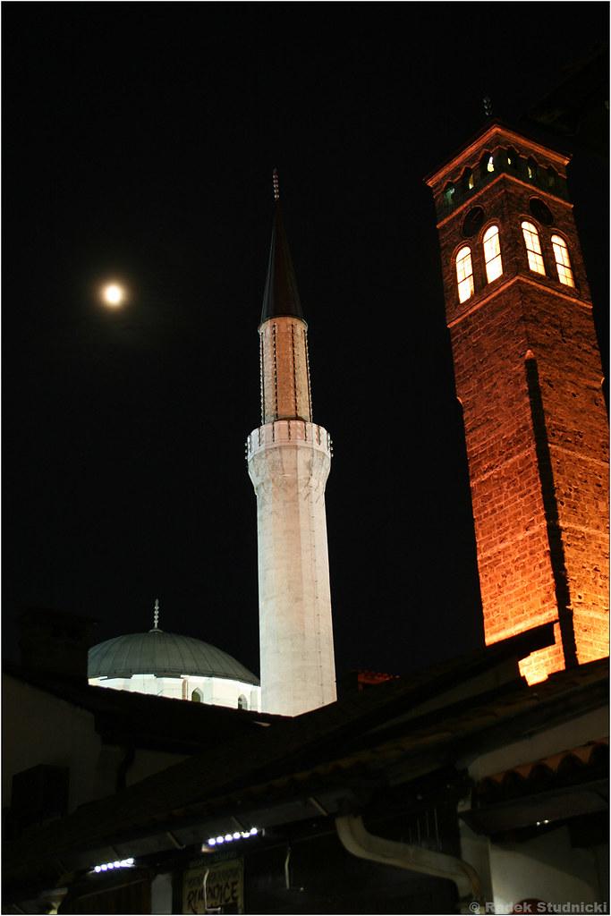 Meczet Gazi Husrev-beja nocą