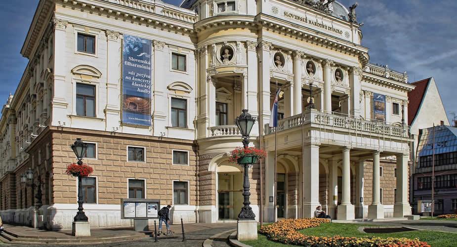 Architectuur in Bratislava: nationaal theater Bratislava   Mooistestedentrips.nl