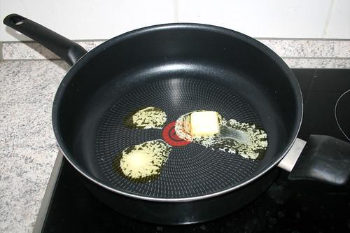 01 - Butter in Pfanne erhitzen / Heat butter in pan