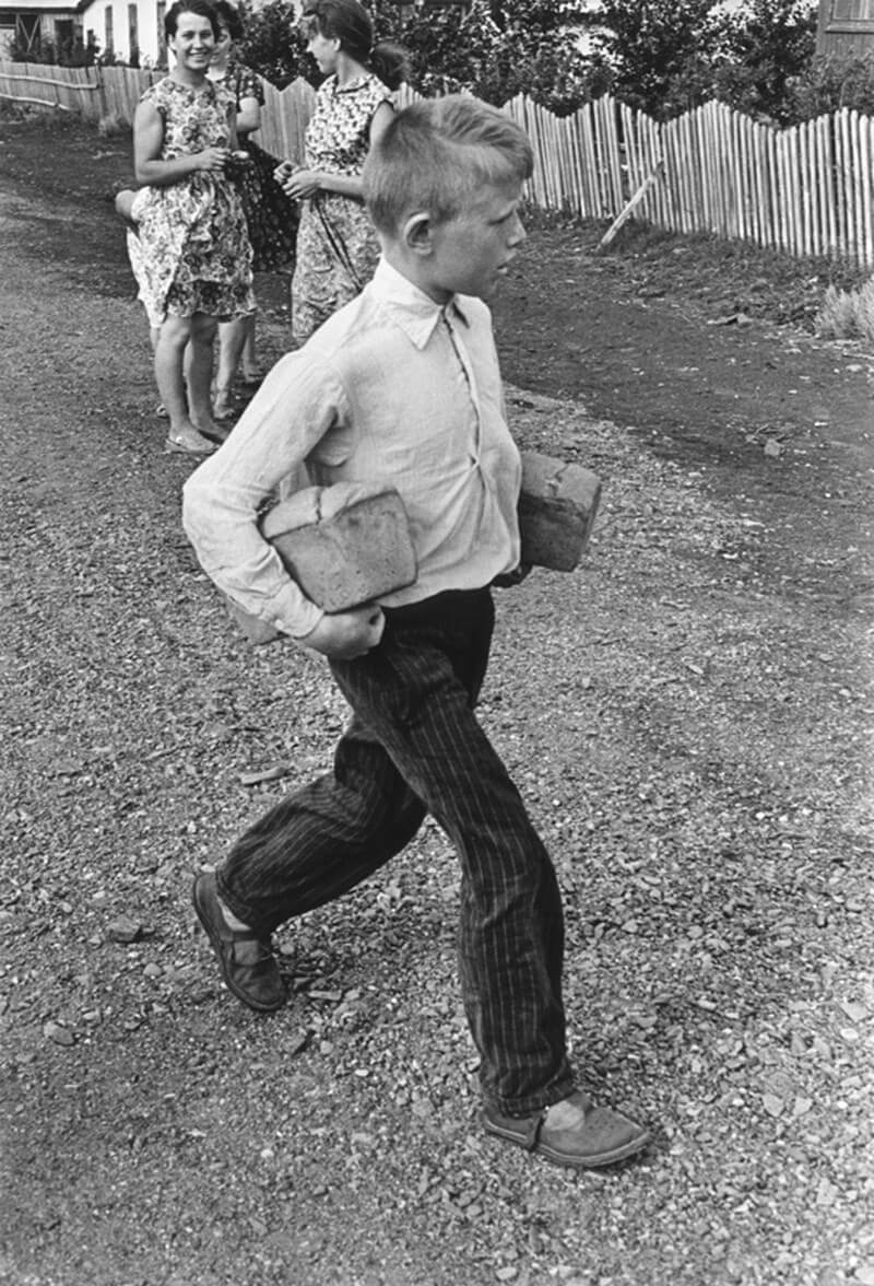 1960. «Хлеб привезли»