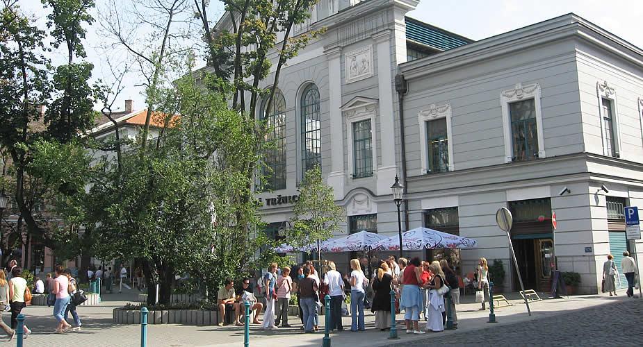 Architectuur in Bratislava: oude markthal Bratislava | Mooistestedentrips.nl