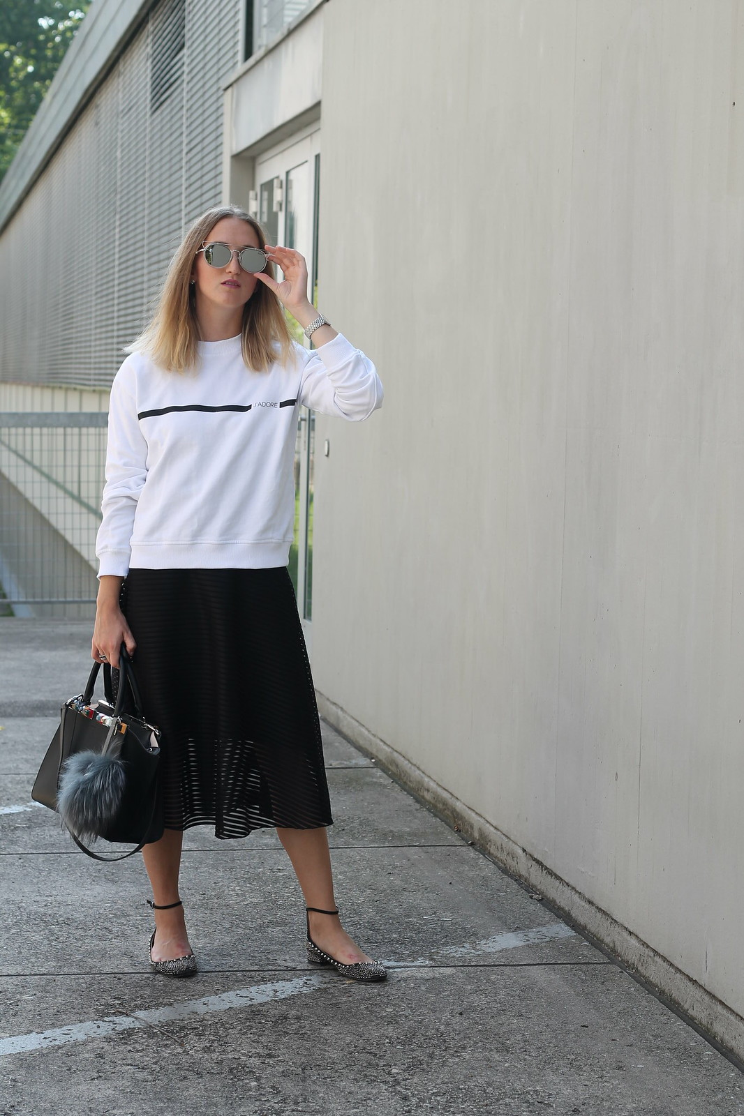 sweater-and-midi-skirt-whole-outfit-front-wiebkembg