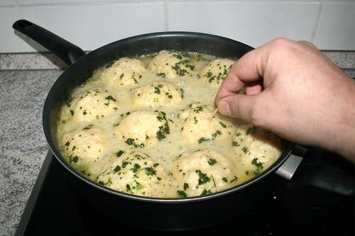 59 - Klöße mit Zahnstocher testen / Check dumplings with toothpick