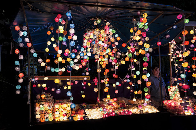The Night Vendor of Spheres with Light Centers