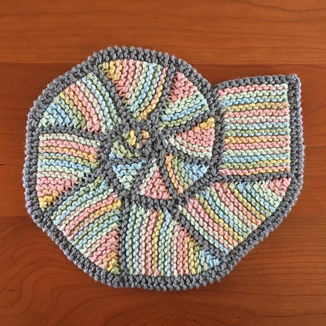 Ammonite #3 with a variegated interior. #ammonite #knitting #knitdishcloth #ammonitepotholder #lilysugarncream