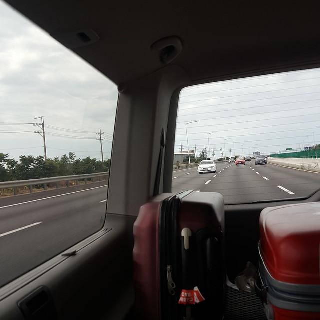 Ngày 1: Cập bến Đài Loan. Nhờ phúc chị ròm đc đón bằng xe ngon