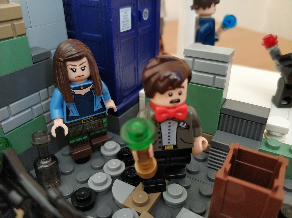 Doctor WHO LEGO Minifigures 4 Doctors: 10th, 11th, 12th, 13th. Classic Master, Clara Oswald, Bill Potts.