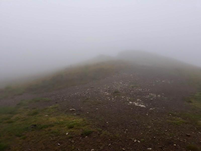 Ceata mare pe drumul din creasta