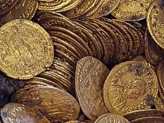 Como amphora gold coins