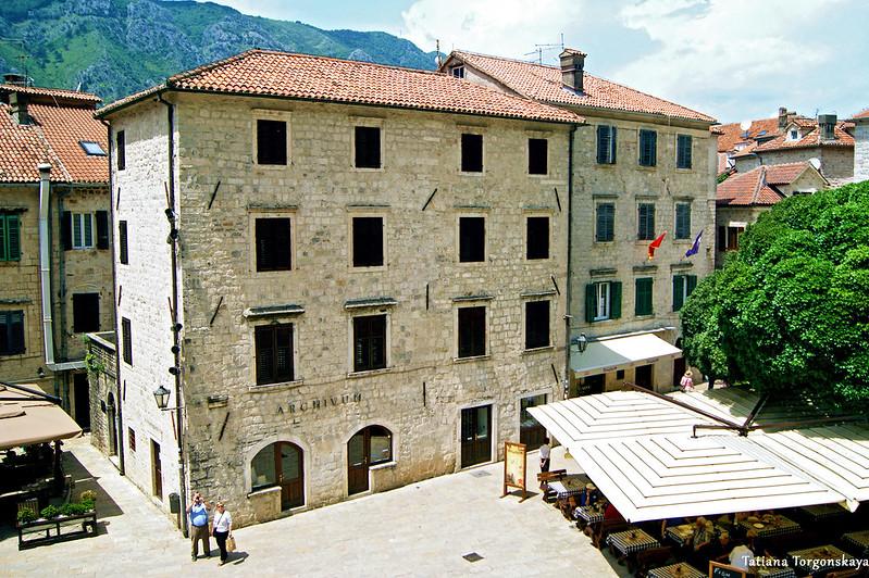 Здание архива в Старом городе Котора
