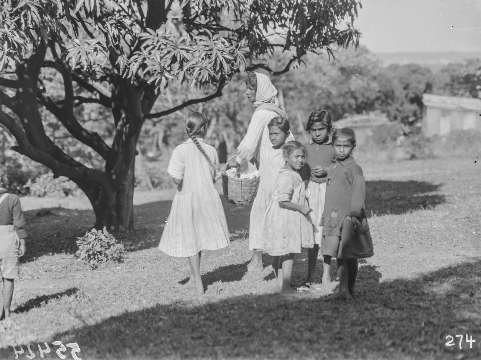 Южно-Африканский Союз. Дурбан. Дети и женщины из числа местных жителей