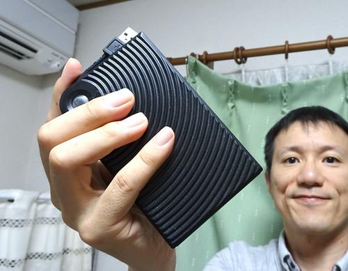ポータブル外付けSSDをもつ