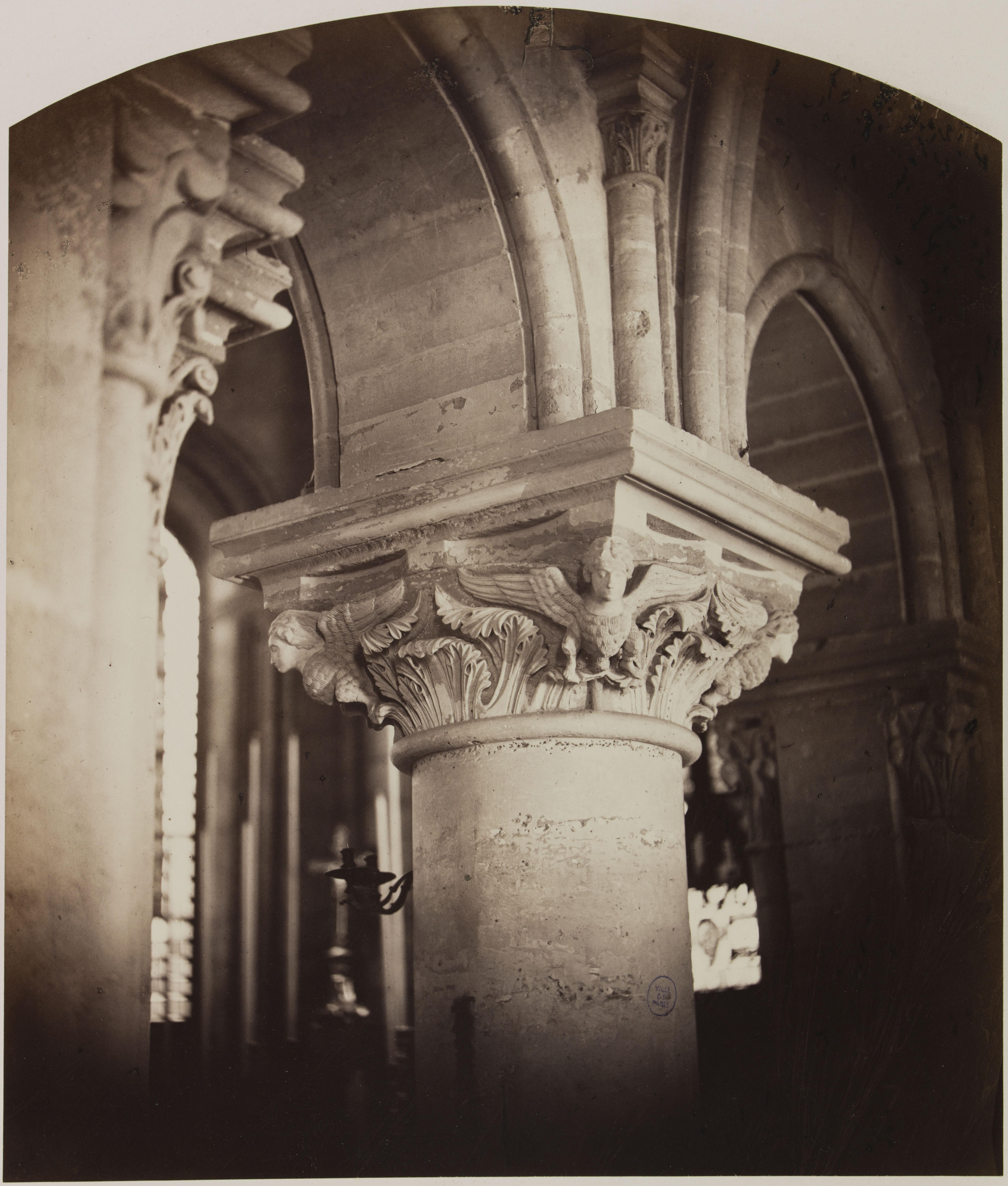 Церковь Сен-Жюльен-ле-Повр. Капитель у входа