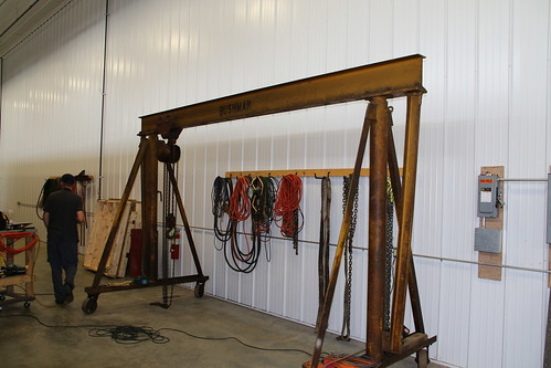This is a Bushman 431 Gantry Crane. My Dad worked at Bushman for 49 years. When he saw the picture he knew immediately what it was