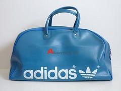 VINTAGE ADIDAS SPORTS BAG / OVERNIGHT BAG