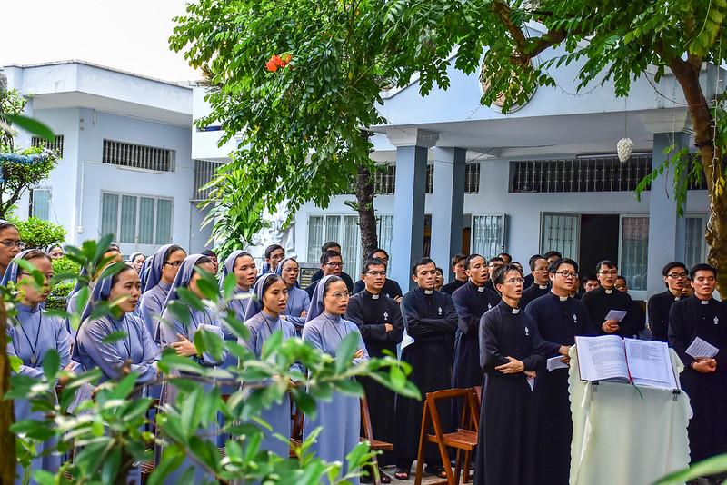 Giao Lưu Giữa Dòng Thánh Thể & Dòng Nữ Tỳ Thánh Thể