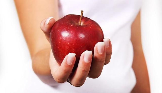 ăn táo