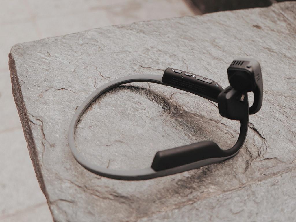 Bone Conduction Headphone: Aftershokz Review