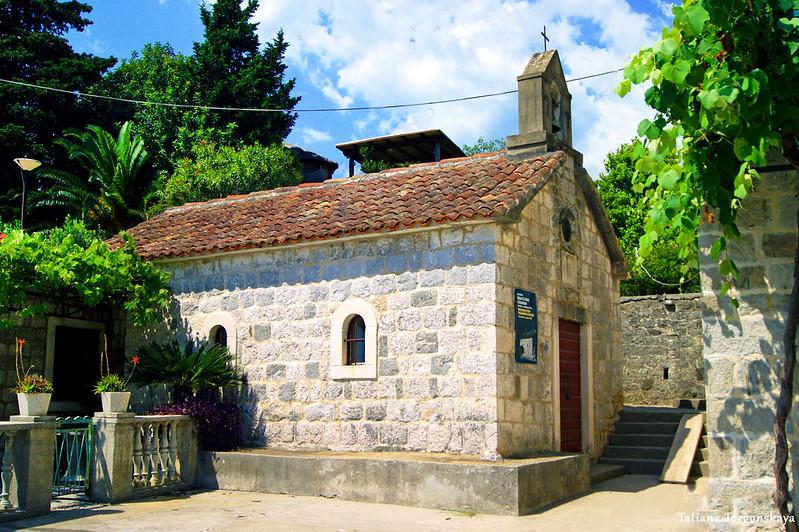 Церковь Св. Введения Богородицы на набережной в Росе