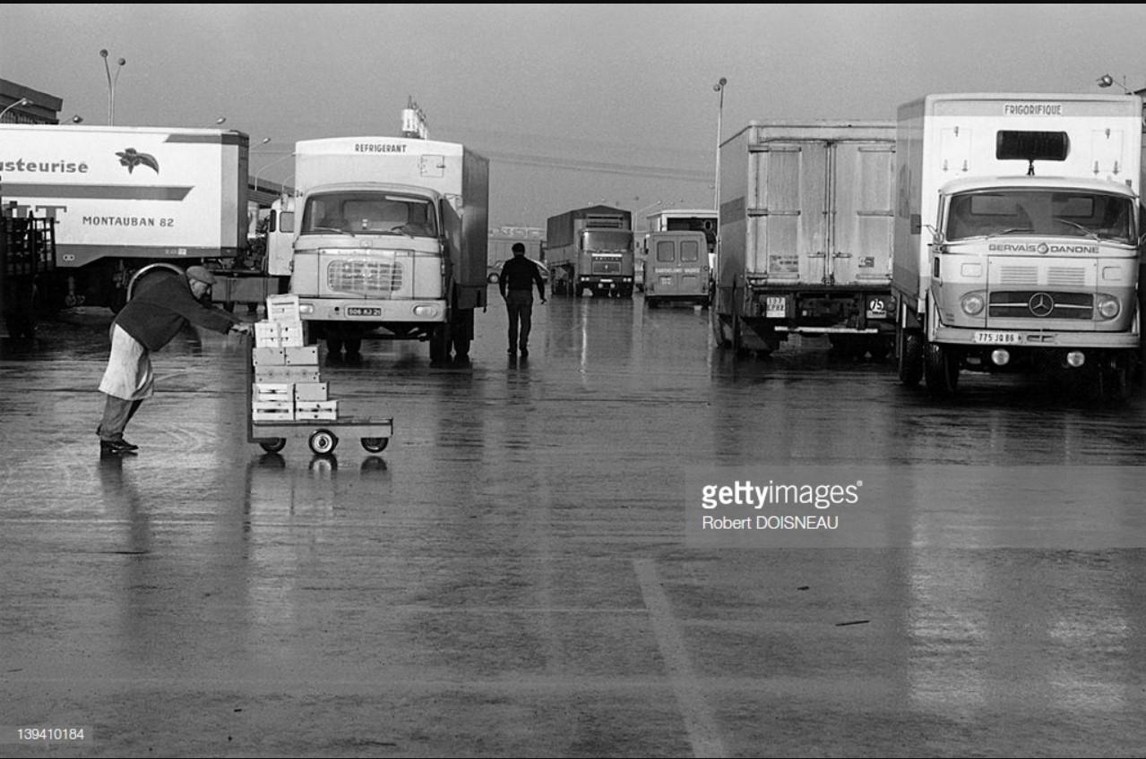 1969. Грузовые автомобили, новый оптовый рынок в Париже