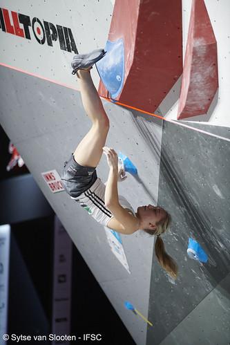 ifscwch-innsbruck-boulderfinals-women-friday-020-D85_3081
