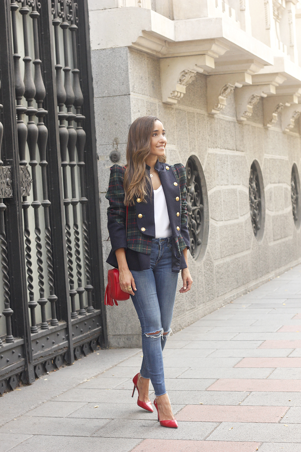 CHECKED BLAZER highly preppy gucci bag ripped jeans street style 2018 outfit02