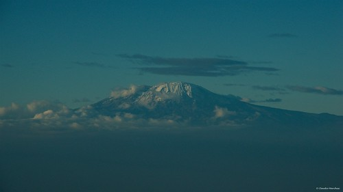 flyingtoarusha tanzania mt kilimanjaro plane airplane cessna caravan mount vulcano snow pentax pentaxk5 pentax18135 pentaxart