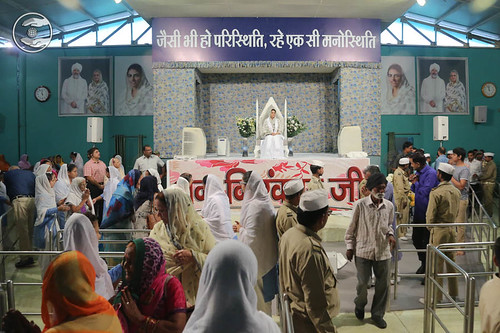 Devotees seeing blessings