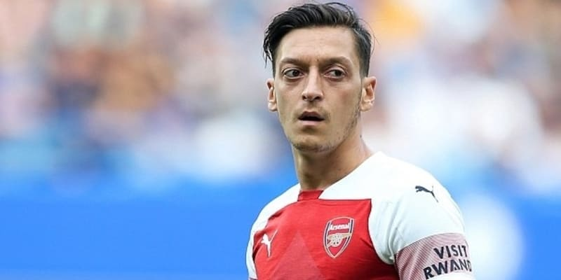 Dixon: Ozil harus bermain untuk masa depan Arsenal