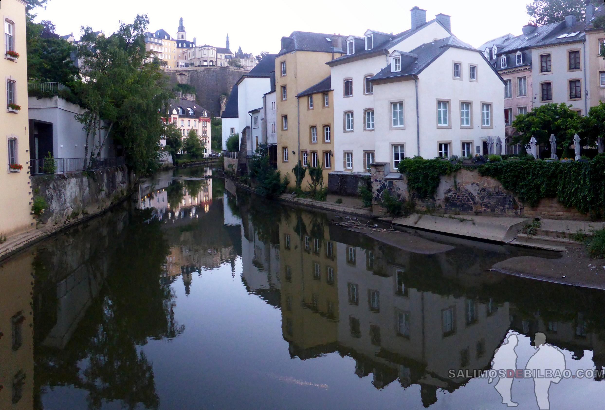 015. Pano, Río Alzette, Barrio Bajo, Luxemburgo