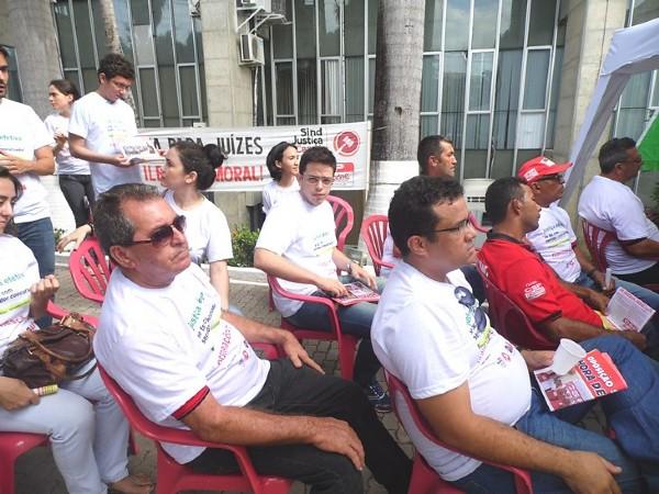 Mobilização contra auxílio-moradia para magistrados - 05/12/2014