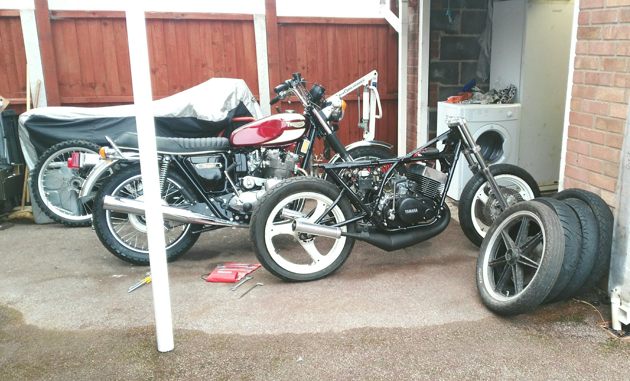 Getting busy now - YAMAHA XJR OWNERS CLUB