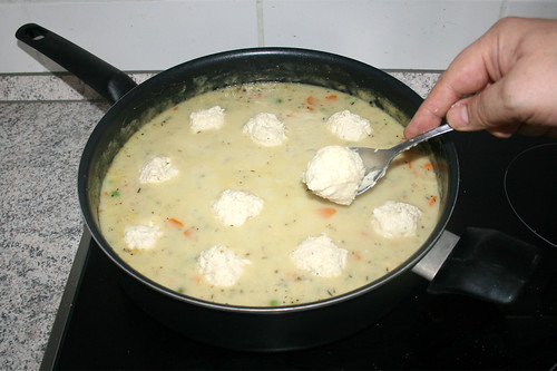 55 - Klößchen in Pfanne legen / Put dumplings in pan