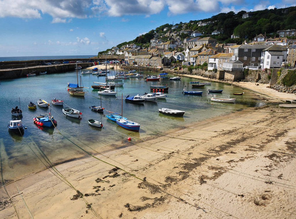 Mousehole harbour, Cornwall. Credit Nilfanion