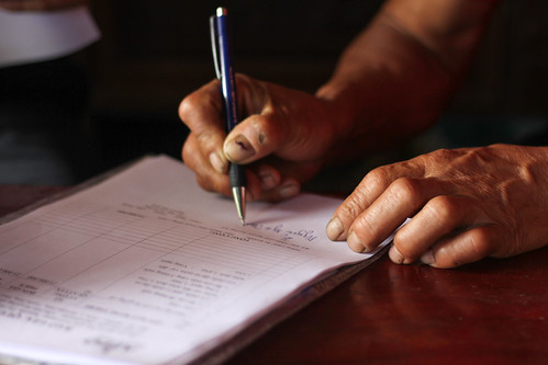 Mr. Thin signing the contract (2)