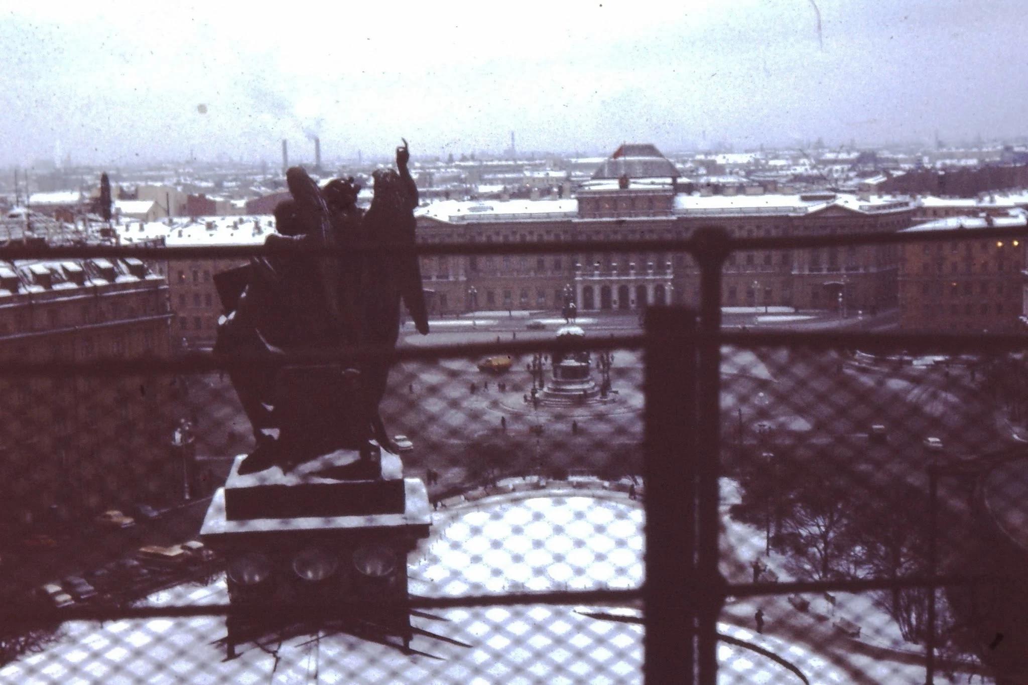 20. Вид с Исаакиевского собора на одноименную площадь