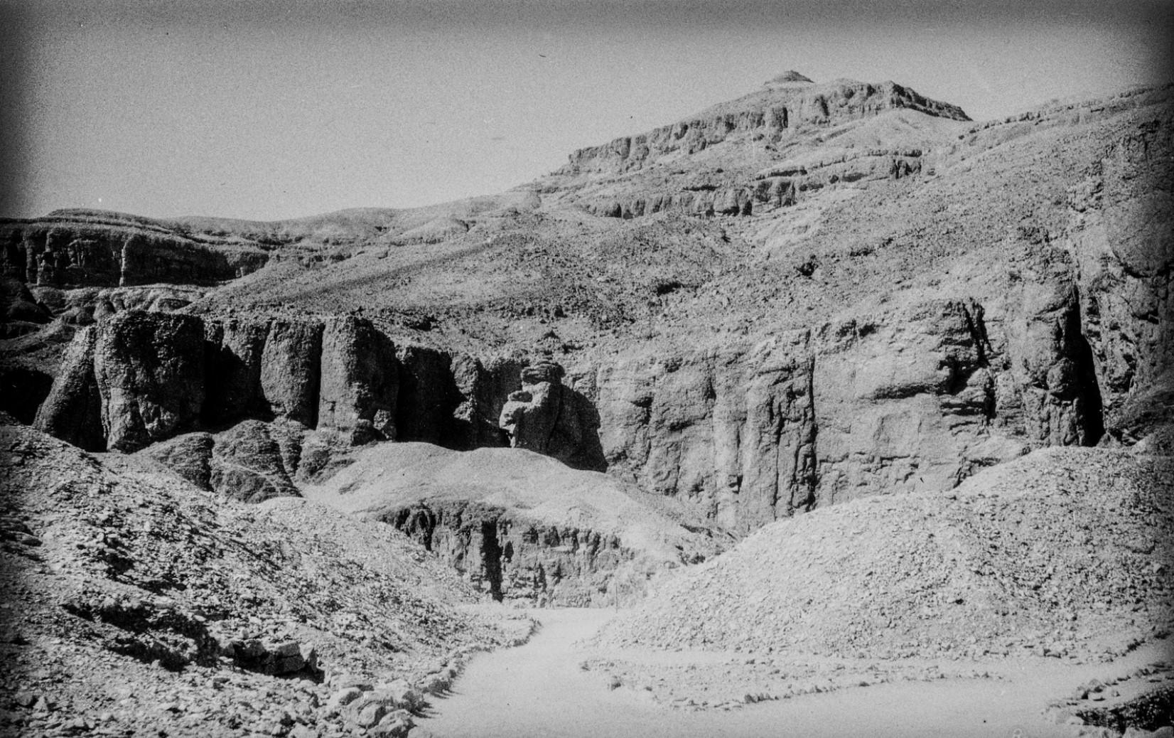 Дорога в Долине Царей