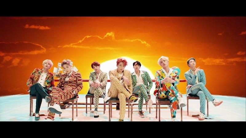 Grup BTS dalam video musik