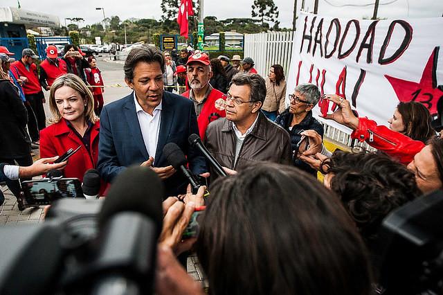 Haddad visita a Lula y dice que ex presidente no cambiará su dignidad por su libertad